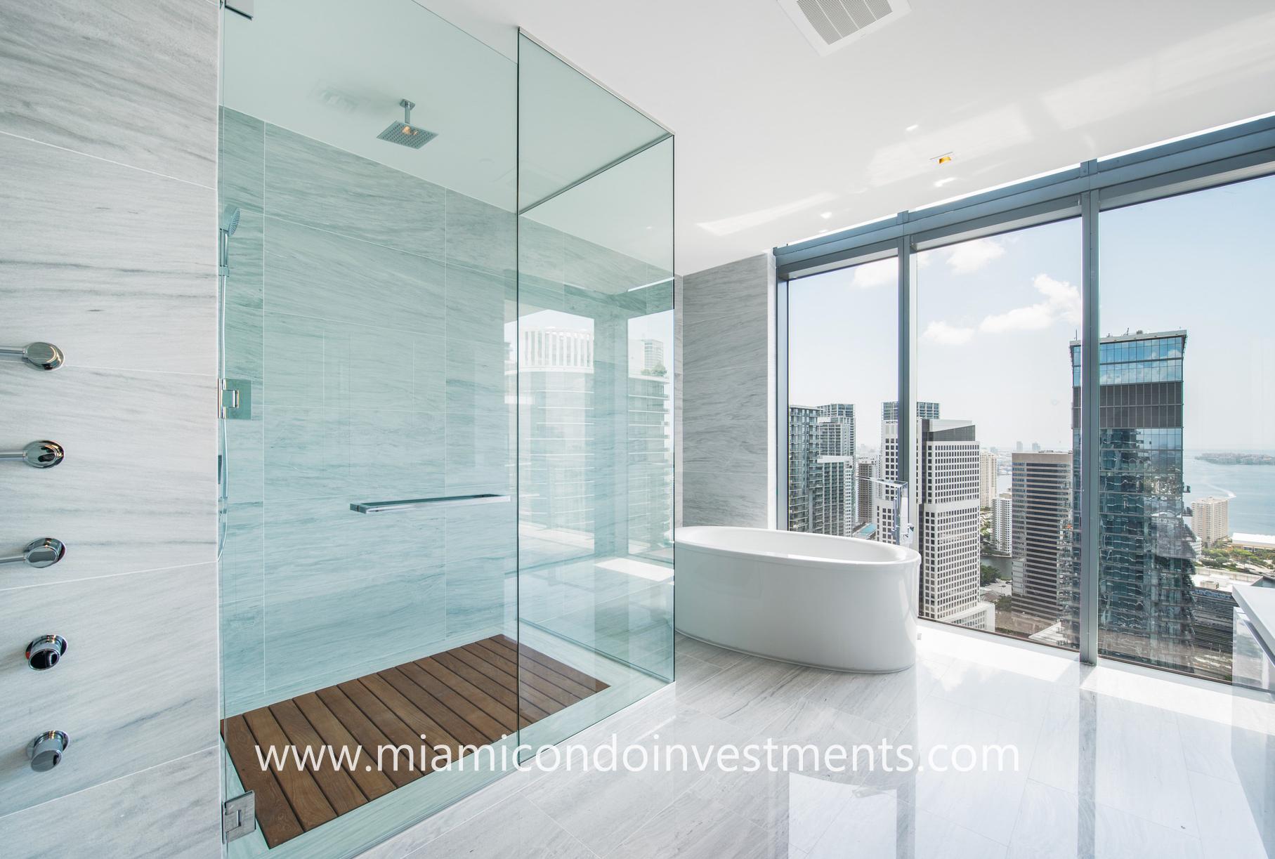 Rise PH4201 master bathroom