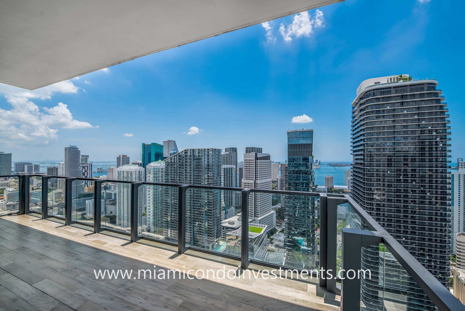 city and water views from PH4201 at Rise