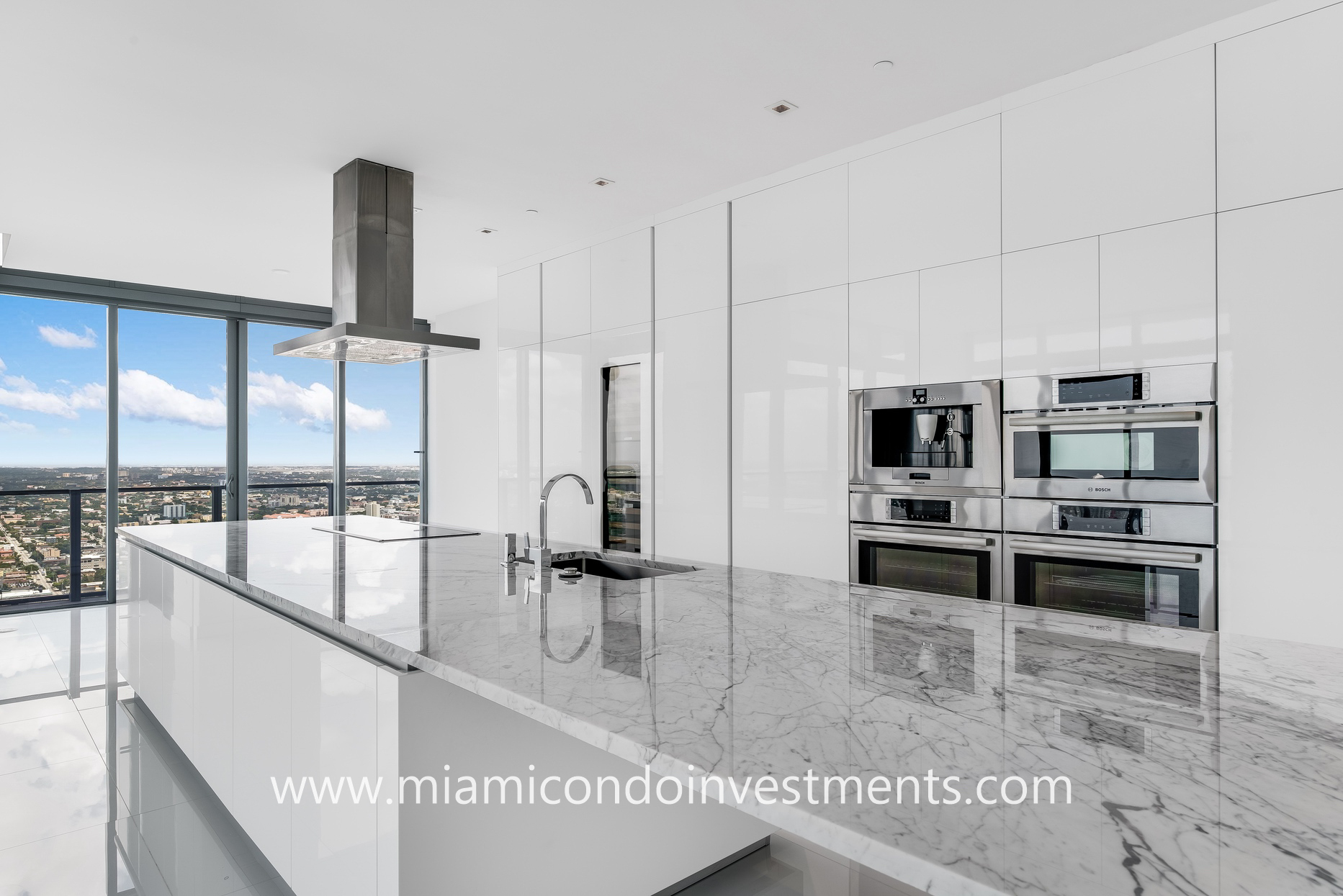 luxury kitchen at Rise Brickell City Centre