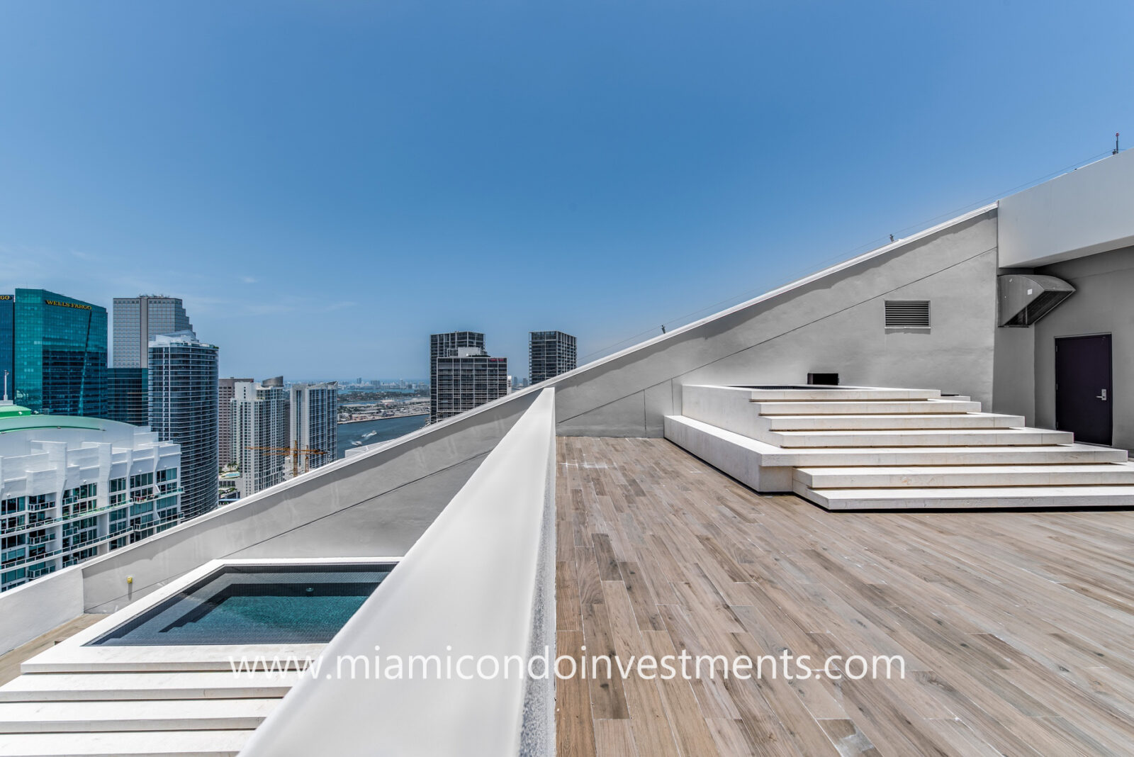 Reach penthouse with rooftop pool and Jacuzzi