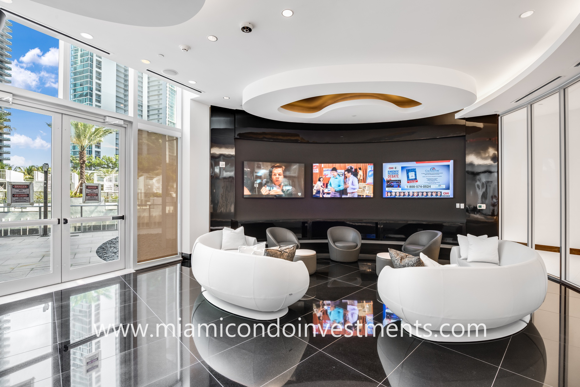 Paramount Miami Worldcenter game room