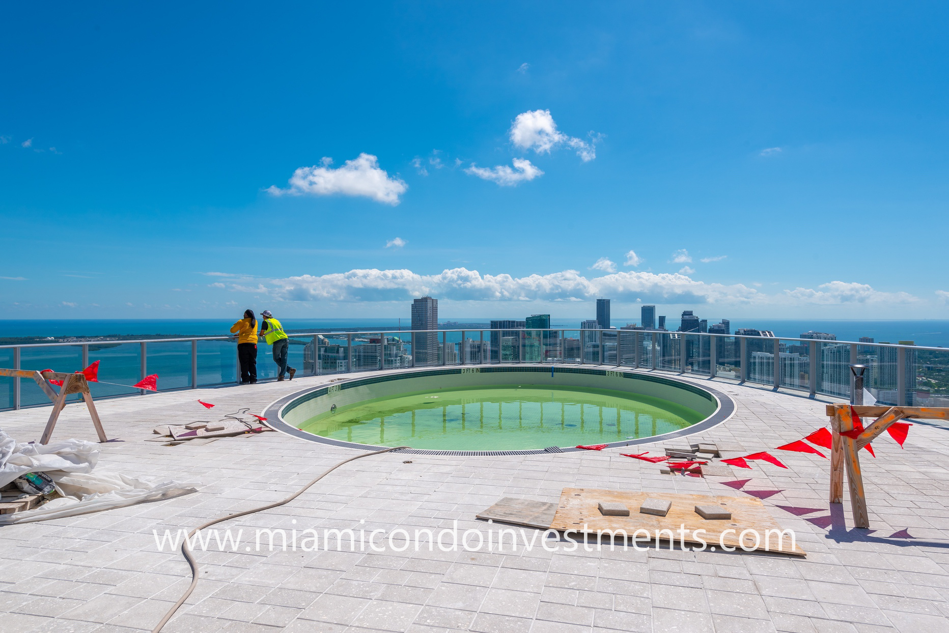 rooftop infinity pool at Paramount Miami Worldcenter
