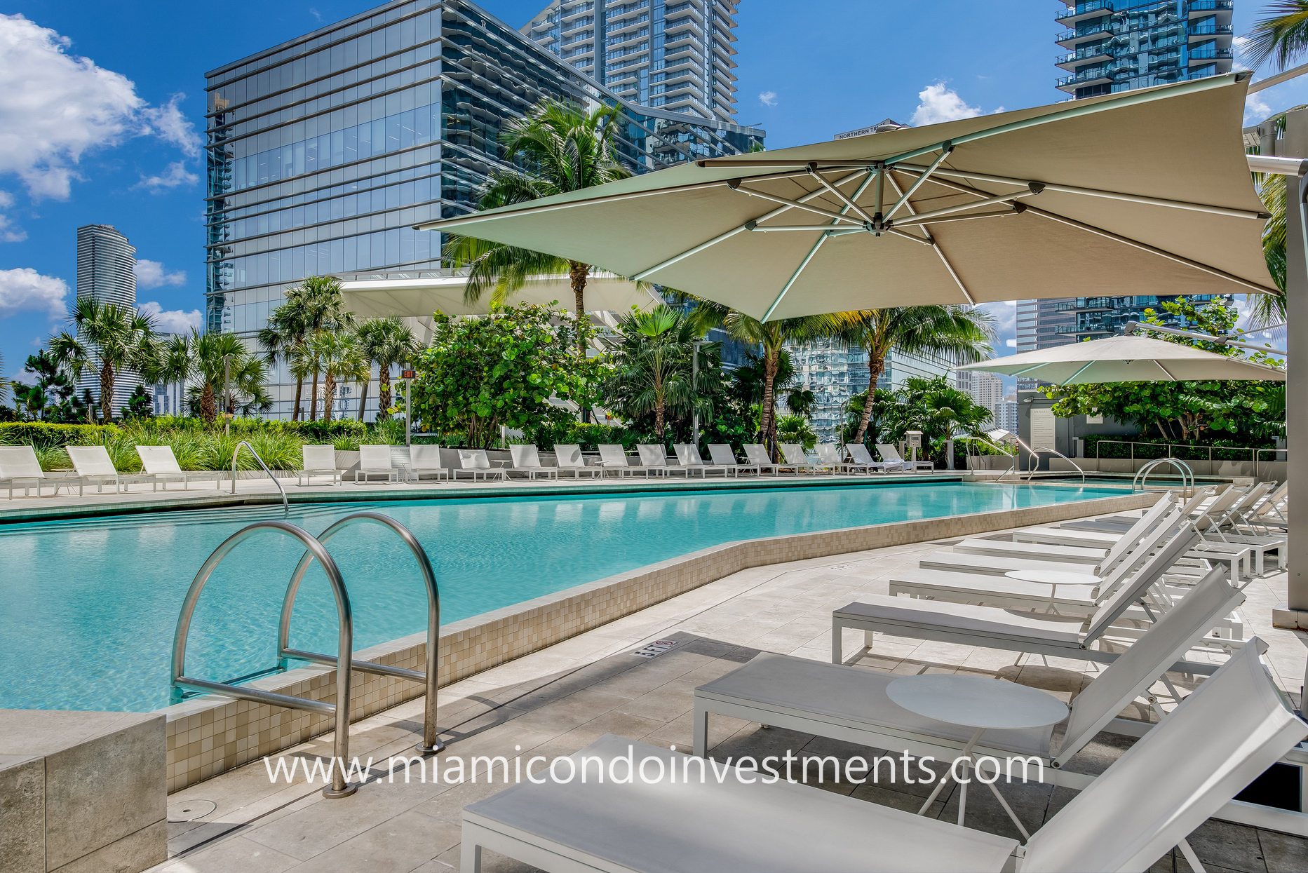 swimming pool at Rise Brickell City Centre