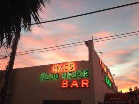 """Nuevo """"Vicio"""" de Pines de Mac del Club Deuce Son de Art Basel Más Codiciado de la tienda de regalos"""