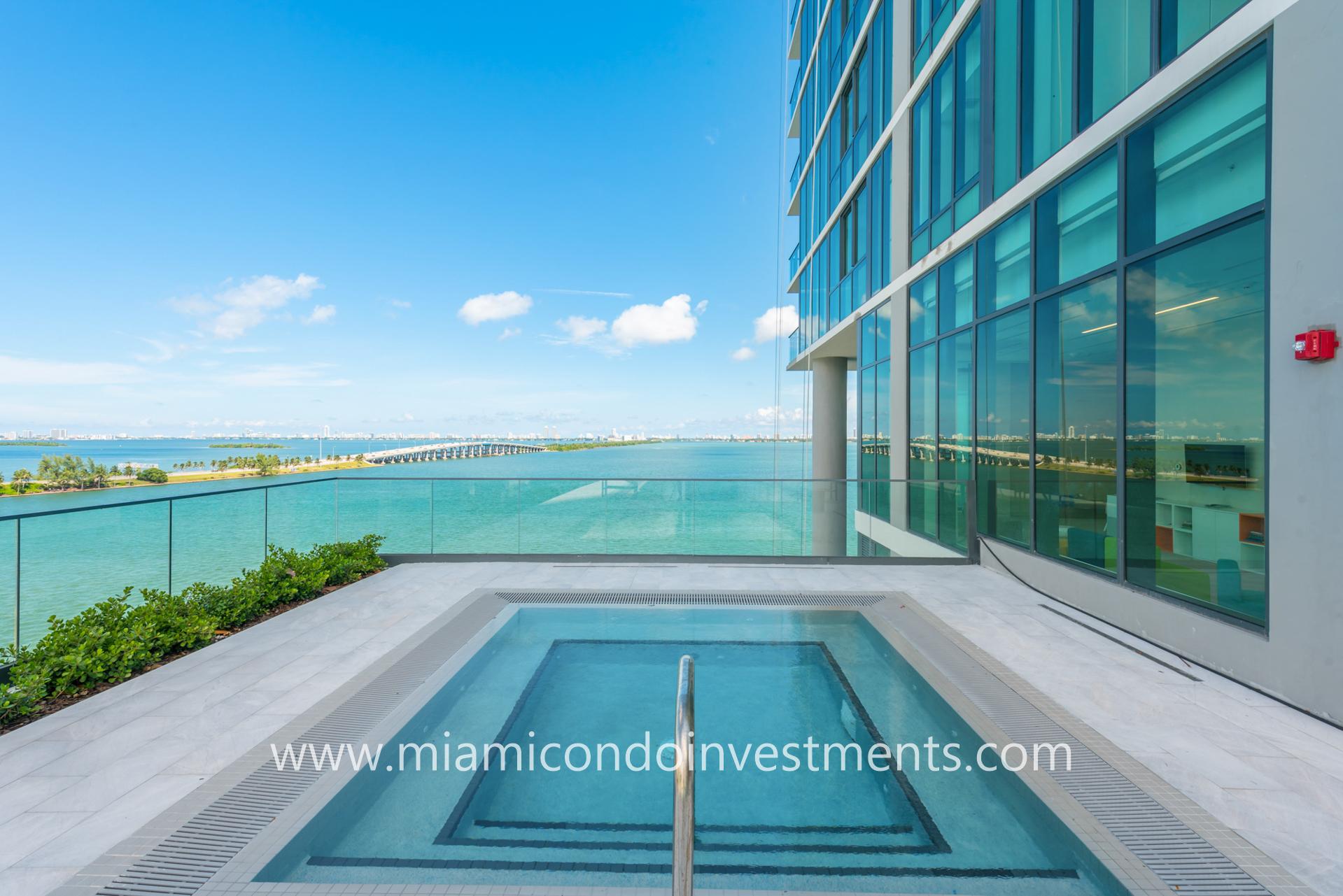 infinity-edge spa at One Paraiso Miami