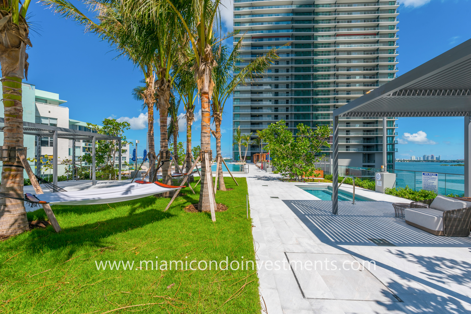 10th-floor pool deck at One Paraiso