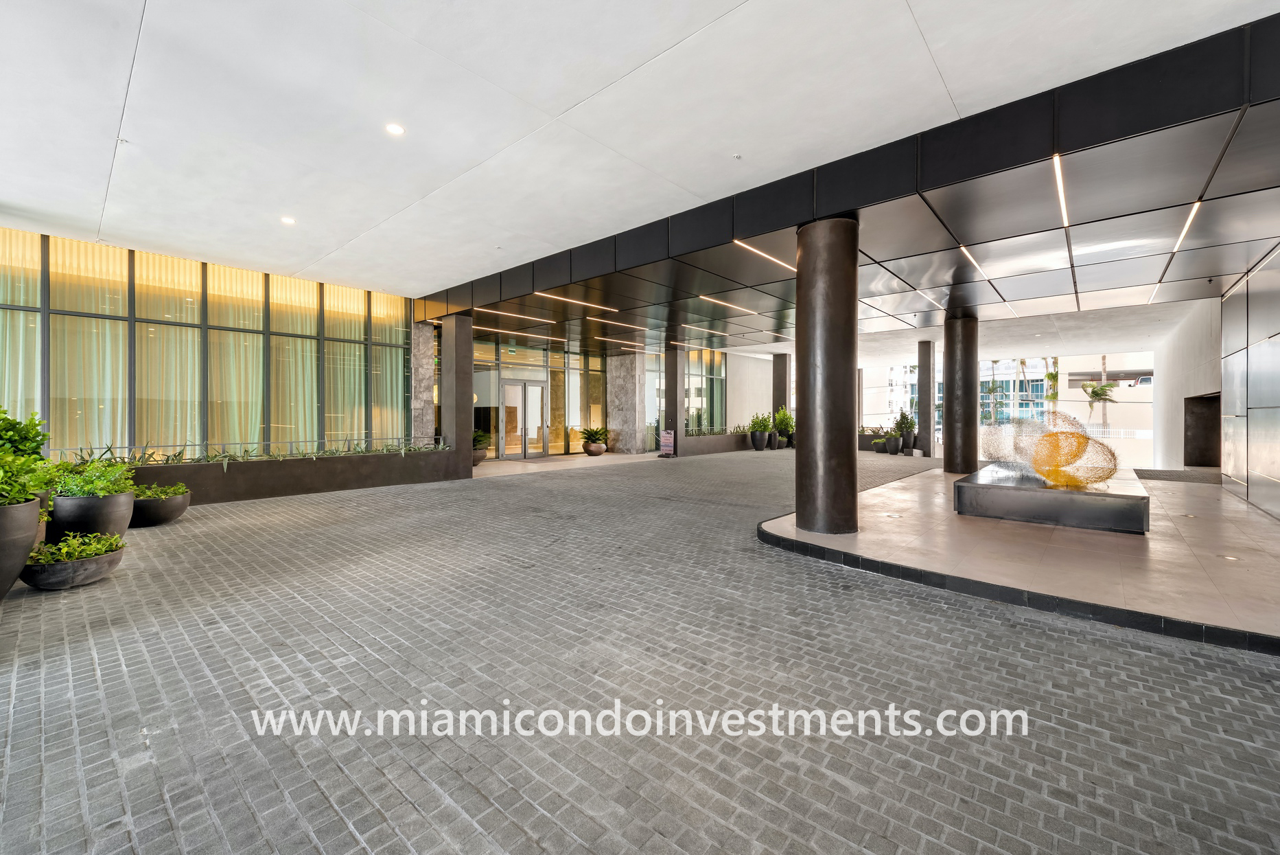 Gran Paraiso valet entrance