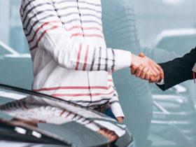 ¿Cómo afectan los puntajes de crédito al seguro de automóvil?