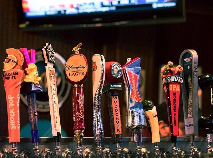 El fútbol y la cerveza van juntos como truenos y relámpagos.