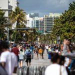 Miami Beach cierra calles para que los restaurantes puedan expandir los asientos del café ACTUALIZADO