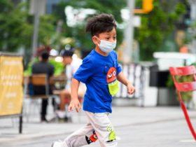 La Organización Mundial de la Salud advierte que los niños mayores de 12 años deben usar máscaras para prevenir la propagación del coronavirus