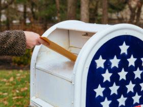 Trump dice que el servicio postal necesita dinero para votar por correo, pero seguirá bloqueando los fondos
