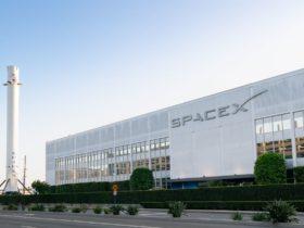 Un ex pasante de SpaceX está demandando a la compañía, alegando represalias después de denunciar el acoso sexual