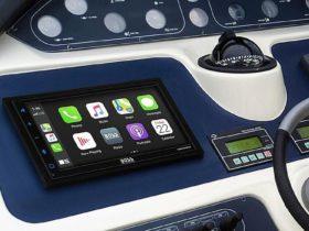 Avast! La nueva pantalla táctil resistente a la intemperie de Boss Audio lleva CarPlay y Android Auto a los barcos