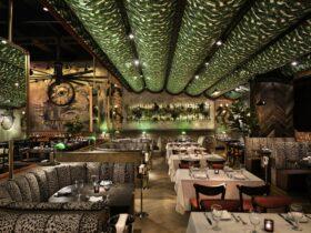 Este nuevo restaurante de Coral Gables rebosa opulencia inspirada en Nueva York