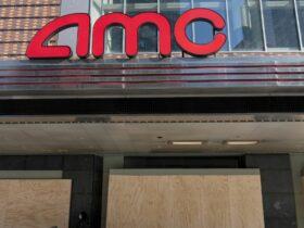 AMC Theatres evita la quiebra justo a tiempo para que los estudios retrasen sus películas nuevamente