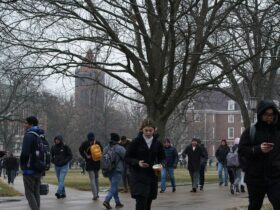 La universidad dejará de usar un controvertido software de pruebas remotas tras la protesta de los estudiantes