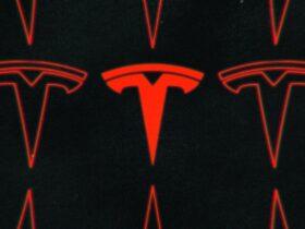 Elon Musk dice que Tesla está expandiendo su versión beta de conducción autónoma completa a más conductores