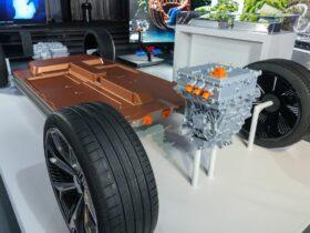 GM tiene como objetivo hacer que sus vehículos eléctricos vayan más lejos y cuesten menos con una nueva asociación de baterías