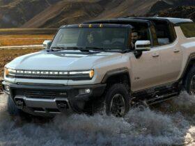 El nuevo SUV eléctrico de Hummer puede conducir en diagonal, con 300 millas de alcance y un precio de $ 110,000